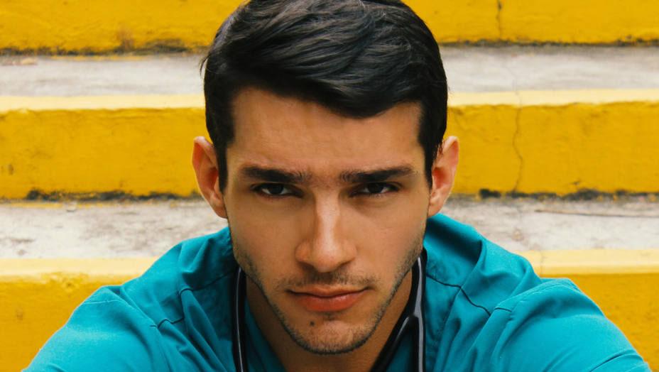 """Un médico venezolano se hace """"influencer"""" en redes sociales"""